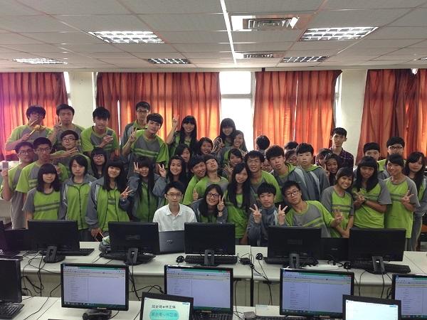 震旦3D列印校園巡迴中至樹人家商,邀請金克杰(中)授課,一同培育自造人才。
