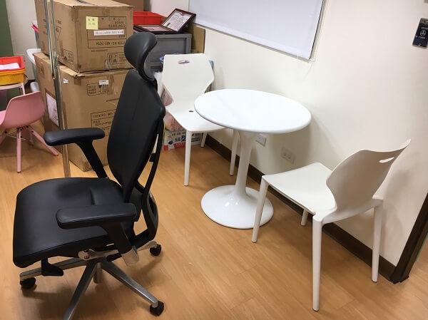 全新辦公椅及會談區—協助托嬰中心打造舒適的會談空間