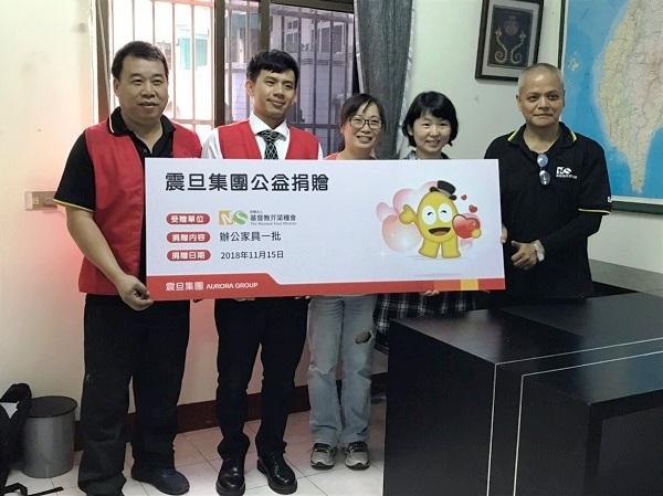 此次捐贈由金儀南台中分公司曾建霖經理代表集團捐贈辦公家具