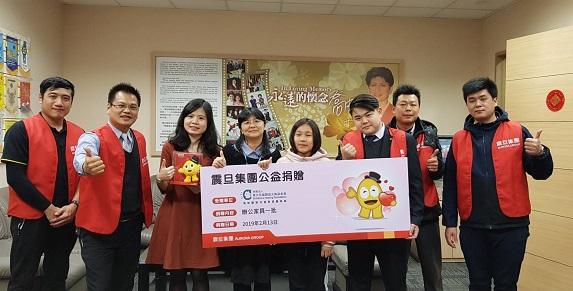 震旦志工協助雅文兒童聽語文教基金會換上全新辦公椅