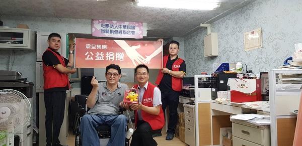 此次捐贈由震旦家具柳滄彬經理代表集團捐贈辦公家具