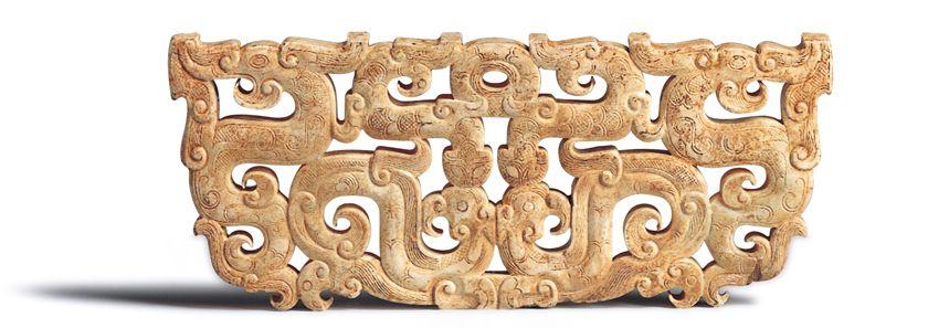 戰國時期 鏤空龍形佩 此器包含十個龍與鳳,以依附和共身的關係,構成群體性的組合。(圖五)