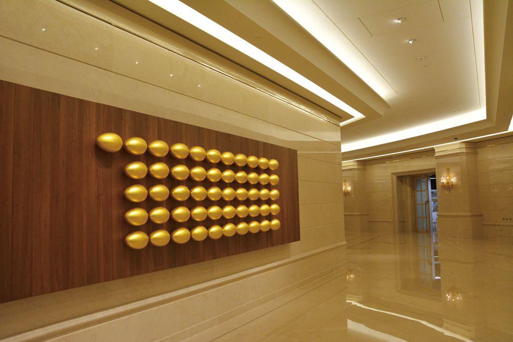 震旦大樓的金蛋牆,今年累積第51顆金蛋,象徵集團生生不息的精神。