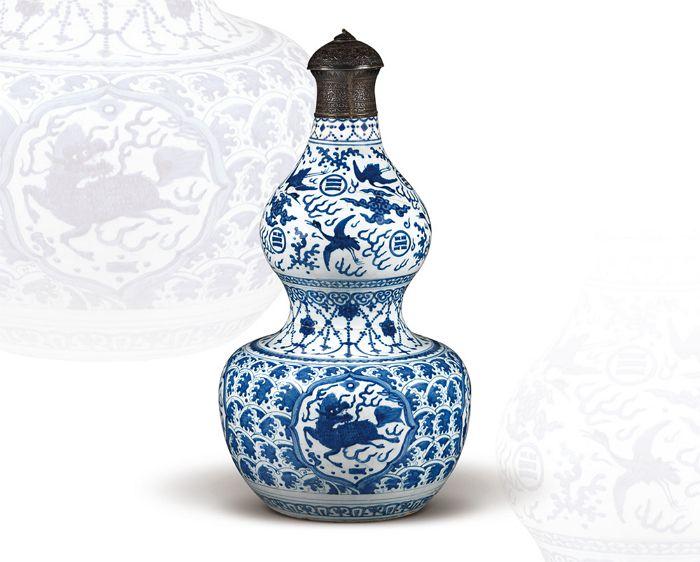 明嘉靖 青花波濤海獸雲鶴紋鑲銀口葫蘆大瓶 高55.3公分/震旦博物館提供