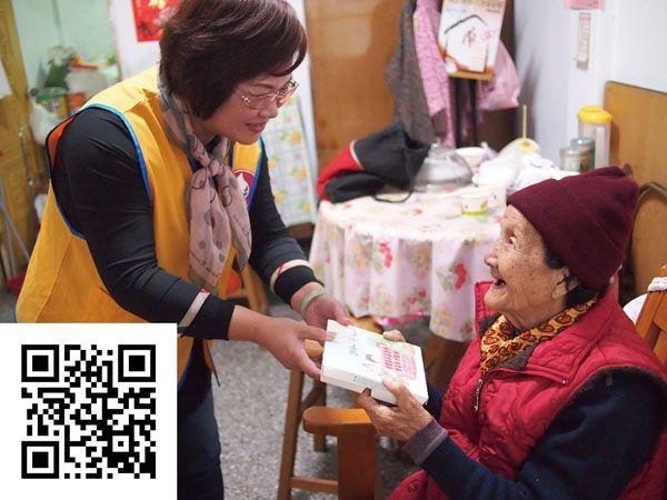 甘霖基金會每日由送餐志工將900份營養餐盒送給弱勢獨居老人暨身心障礙者,讓他們感受滿滿的溫暖與愛。