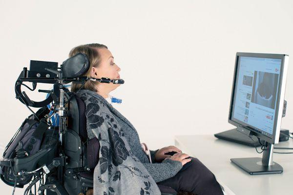 Tobii Dynavox可追踪眼球,進而產生語音,不須用手便可操作電腦。