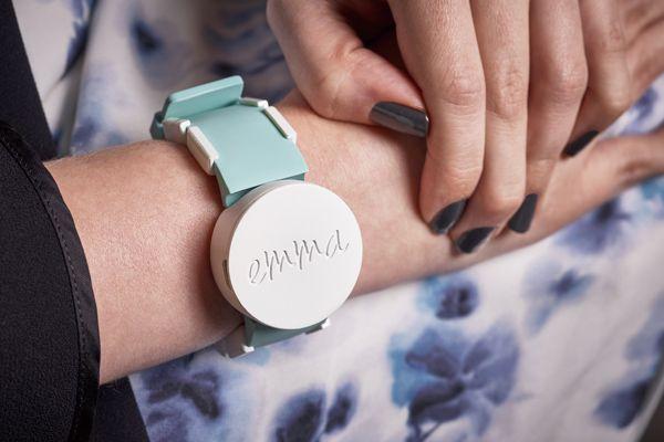 微軟推出「艾瑪表」,為帕金森氏症患者解決顫抖難題。