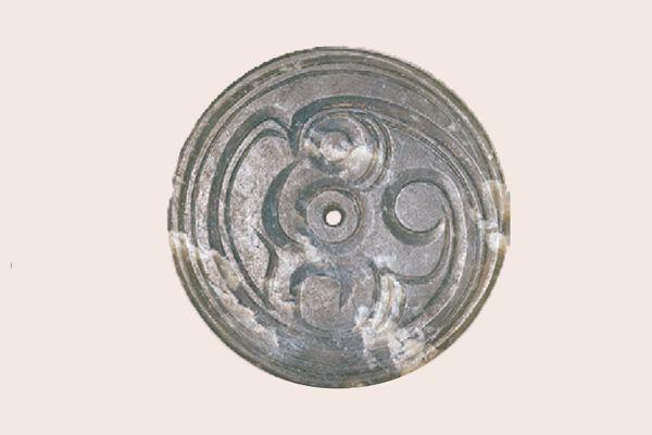 圖2_西周 玉鳥圓形玉料紋飾設計