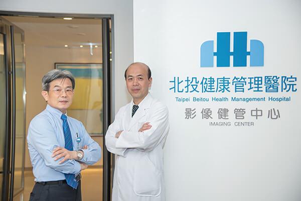 北投健康管理醫院醫務長羅鴻源(右)、行政副院長魏聰文(左)