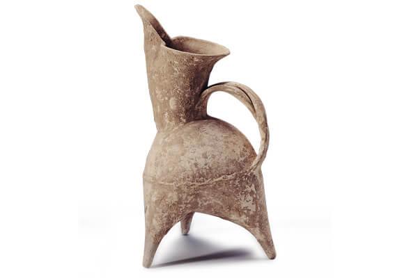 新石器時代.灰陶鬹 灰陶以弱還原氣氛焙燒,對胎土和窯爐氣氛要求較多,代表燒製工藝的進步。(圖二)