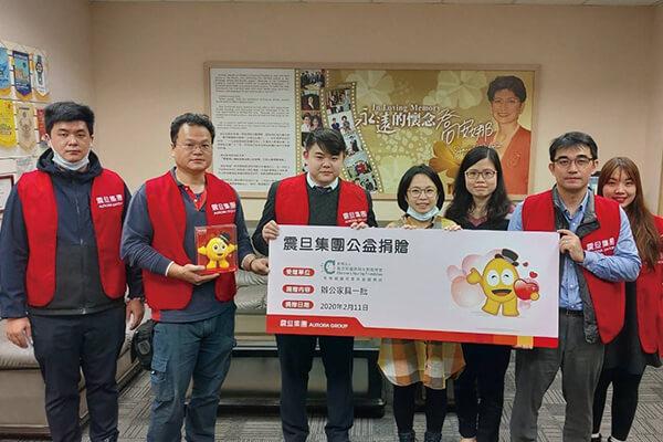 震旦OA內湖分公司江冠毅經理代表集團捐贈辦公家具