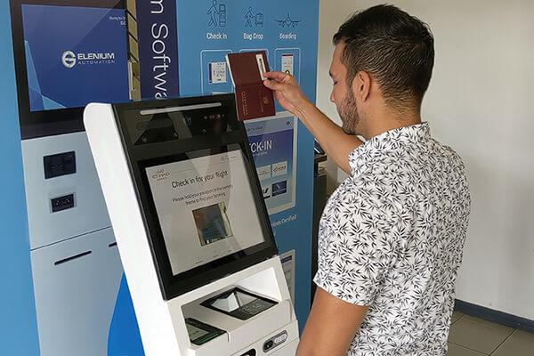 阿布達比的阿提哈航空領先同業,推出能偵測身體狀況的自助報到機。