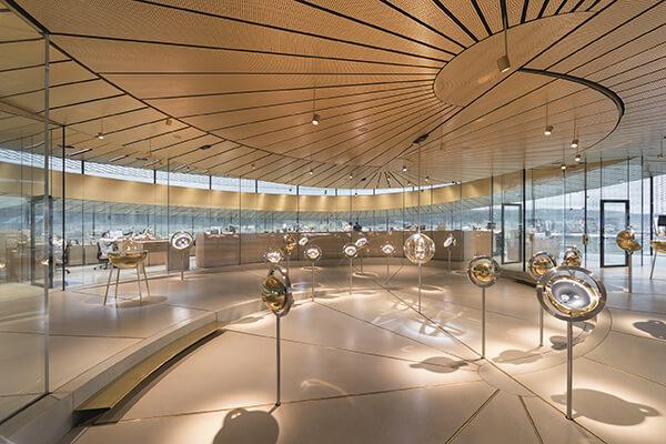 藉由與天文運行、觀測相關的概念發想,為展場打造獨特的參觀氛圍。