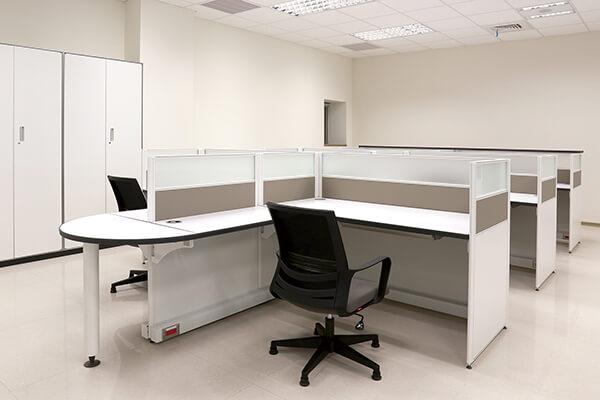 每一工作站在挑定樣式後,將長寬高深尺寸進行客製化設計,顯示企業對同仁的重視。