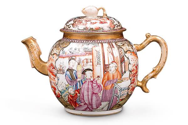 清.乾隆 廣彩人物圖茶壺