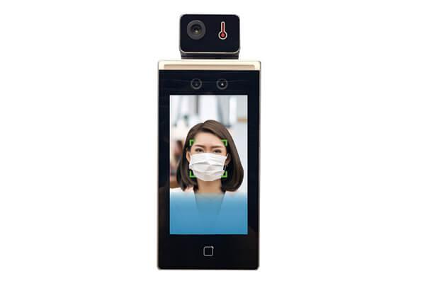 「測溫人臉辨識機」兼顧量測溫度和偵測是否戴口罩的功能,未戴口罩語音警示,整合門禁及出勤管理,落實防疫新生活。