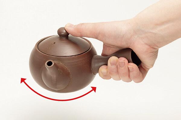 急速搖晃茶壺反而會使茶湯變苦。
