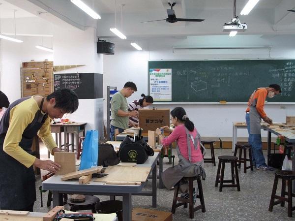 依據學校特色,提供相關師資建議,可從自造教室設備推測出學校需要的資源。