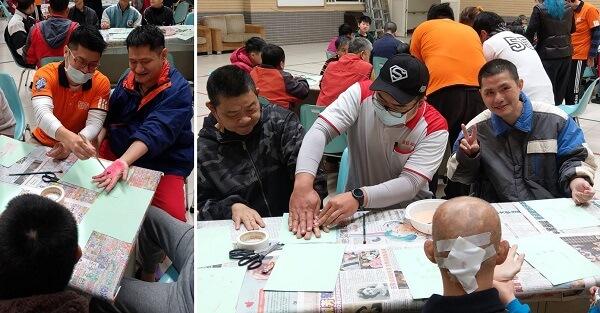 雙手塗滿水彩再印到紙上,院生們玩得不亦樂乎