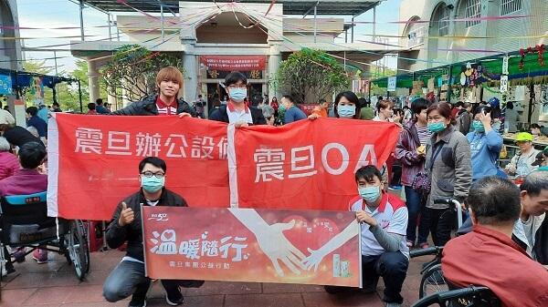 震旦志工協助長泰教養院舉辦耶誕市集活動,現場溫馨熱鬧