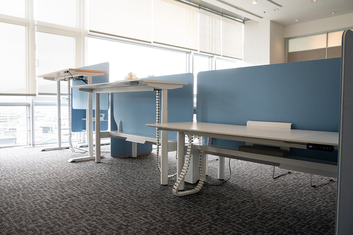 升降桌推薦給久坐或久站的辦公工作者,可依工作需求調整辦公桌高度。